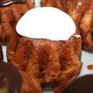 Ромовая Баба на смеси 4501 абрикос + Монтесдоба3 и помадка белая сухая компании Фудмикс