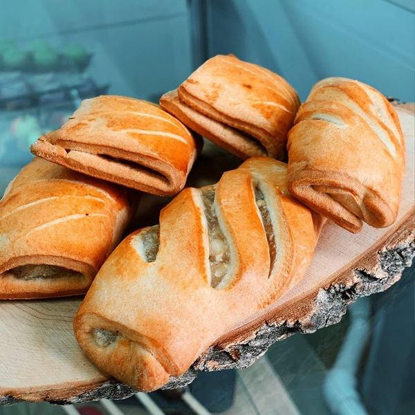 Пирожки с использованием начинки Sofilling Яблочная иулучшителя СофиУльтра производства компании Фудмикс