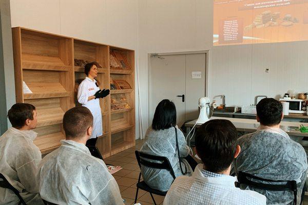 Технолог проводит курс обучения - компания Фудмикс #технологизаработой
