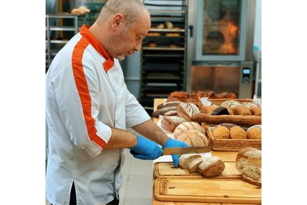 Технолог разрабатывает новые рецептуры хлеба - компания Фудмикс #технологизаработой