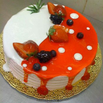 FM торт с использованием гель белый и гель клубника
